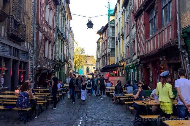 Francia Bretagne Rennes Rue Saint Michel Bares