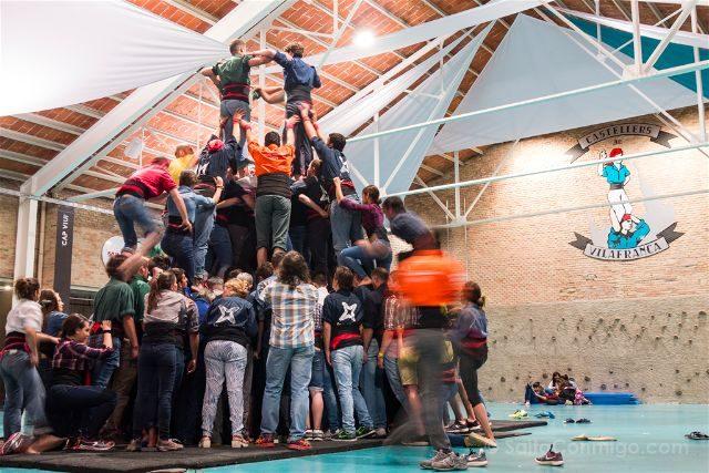 Catalunya Barcelona Castellers Vilafranca Cal Figarot Ensayo Levantando Castell Folre
