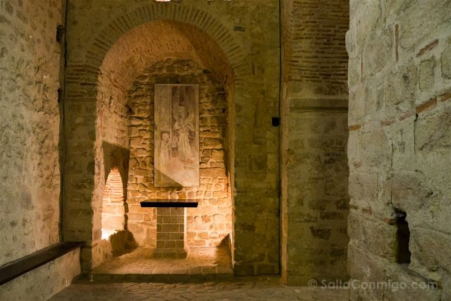 Francia Normandia Abadia Mont Saint-Michel Cripta