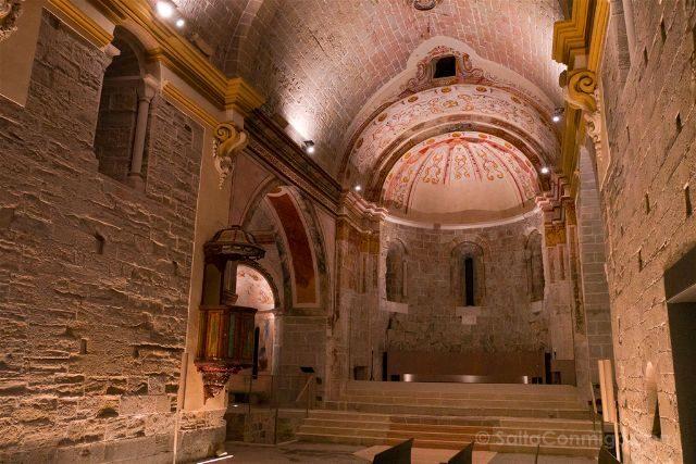 Barcelona Mon Sant Benet Monasterio Iglesia