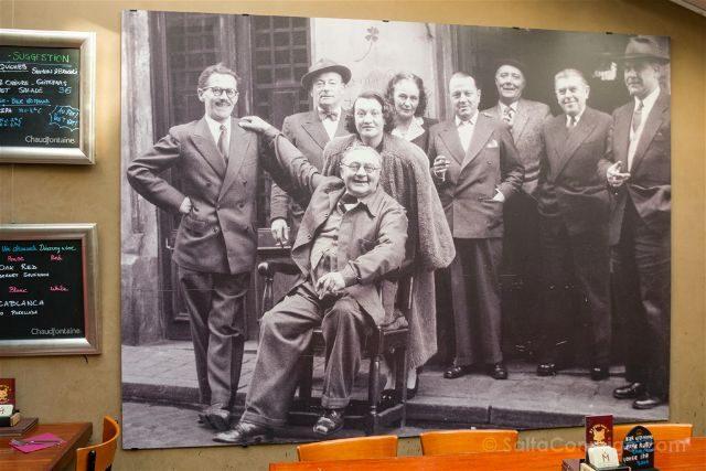 Belgica Bruselas Magritte La Fleur en Papier Dore Foto