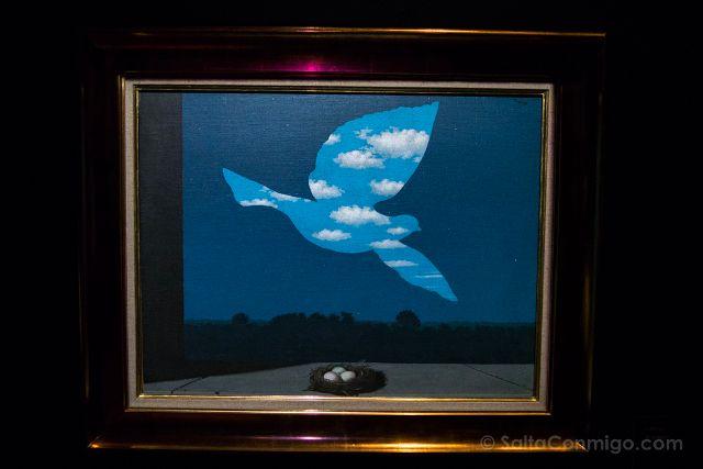 Belgica Bruselas Magritte Museo Nube Paloma Huevos