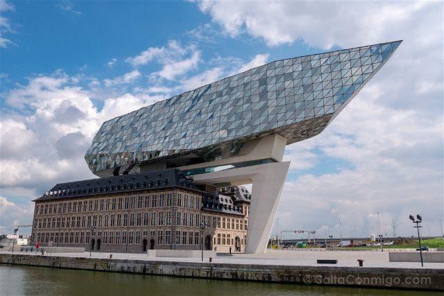 Belgica Flandes Amberes Autoridad Portuaria Zaha Hadid Exterior