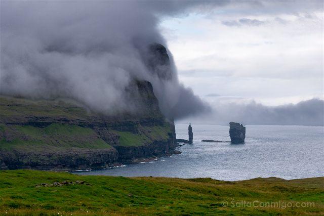 <Islas Feroe Risin Kellingin Camino Gjogv