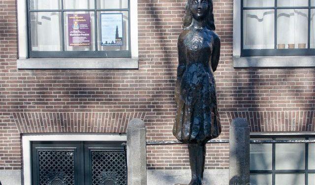 Holanda Amsterdam Estatua Ana Frank Westermarkt