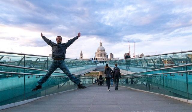 Inglaterra Londres Millennium Bridge Salto