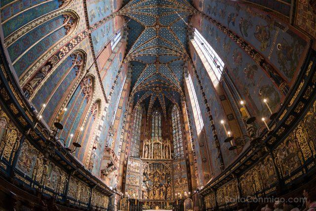 Que hacer en el centro de Cracovia Polonia Basilica Santa Maria Retablo