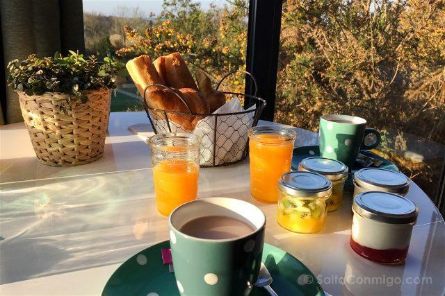 Francia Bretagne Pont-Aven La Carriair Desayuno
