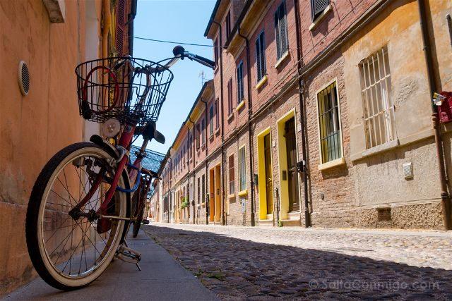 Italia Emilia-Romagna Ferrara Calle Bici