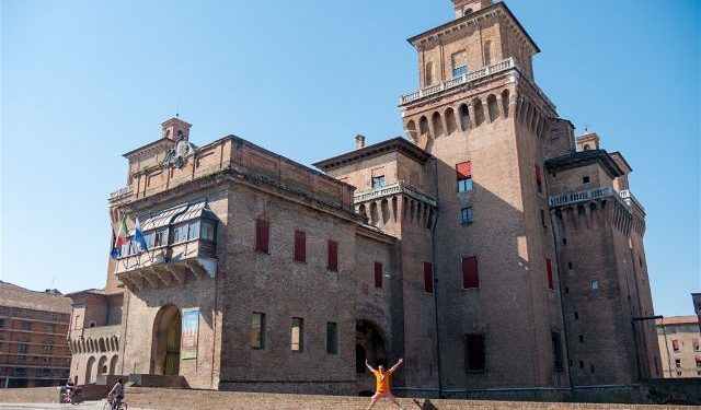 Italia Emilia-Romagna Ferrara Castello Estense Salto