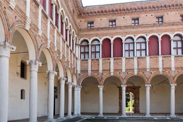 Italia Emilia-Romagna Ferrara Palazzo Costabili Patio
