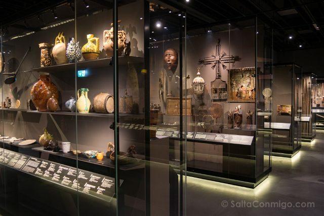 Suiza Ginebra Museo Etnografico Vitrinas