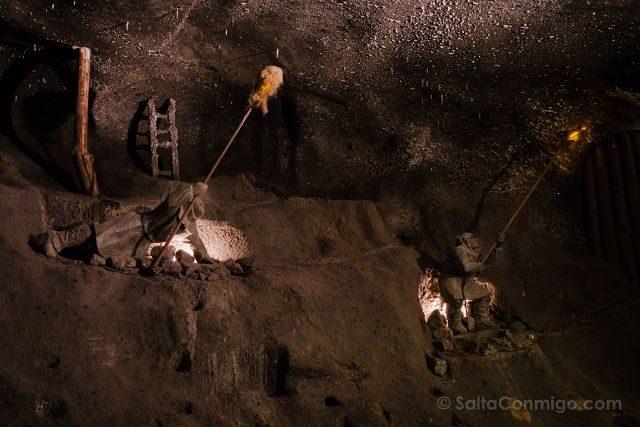 Polonia Mina Sal Wieliczka Estatua Penitentes Mineros