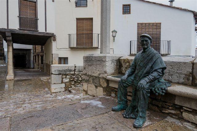 Castellon Els Ports Morella Estatua Manta