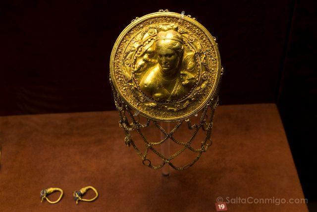 Grecia Atenas Museo Arqueologico Nacional Recoge Pelo