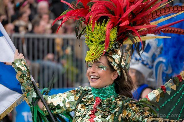 Francia Niza Carnaval Batalla Flores Samba Dragon