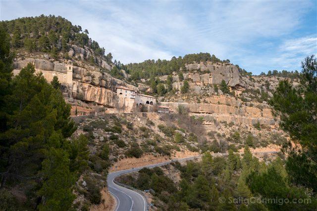 Castellon Zorita del Maestrazgo Santuario Virgen Balma Roca Carretera