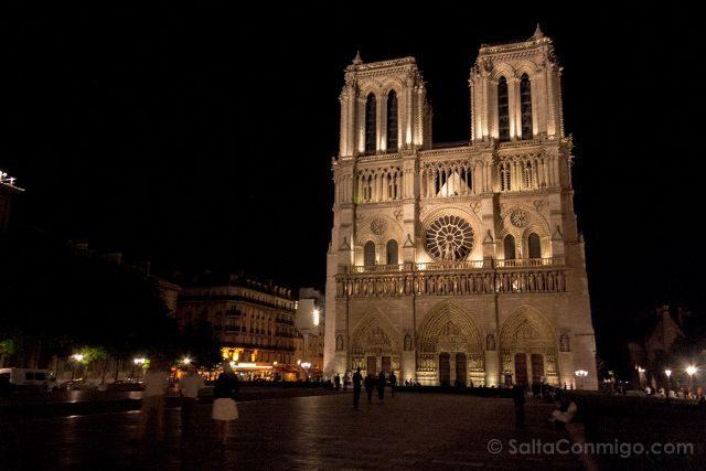 Francia Paris Notre-Dame Fachada Noche