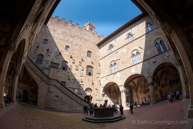 Italia Florencia Museo Bargello Patio