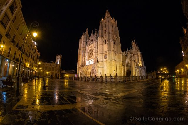 Leon Catedral Fachada Noche