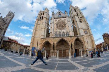 Leon Catedral Fachada Salto