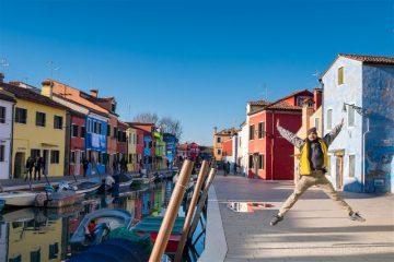 Venecia Burano Canal Casas Colores Salto