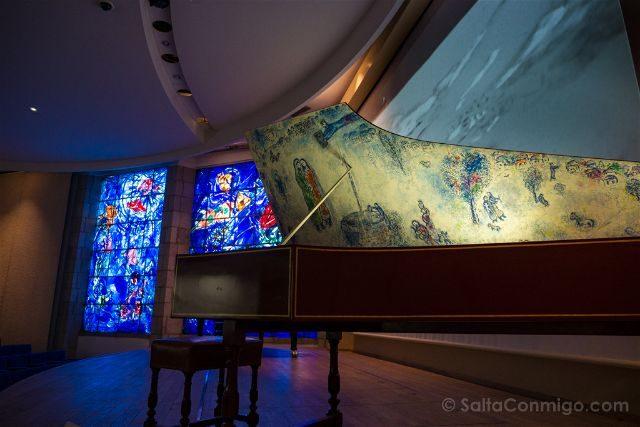 Francia Niza Museo Nacional Marc Chagall Auditorio Vidriera Piano