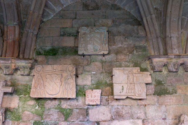 Galicia Rias Baixas Catedral de Tui Claustro Heraldica