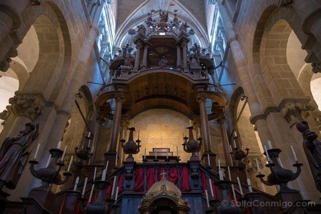 Galicia Rias Baixas Catedral de Tui Interior Monumento Semana Santa