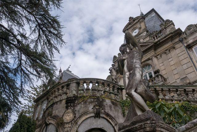 Galicia Rias Baixas Pazo Lourizan Estatua Fachada