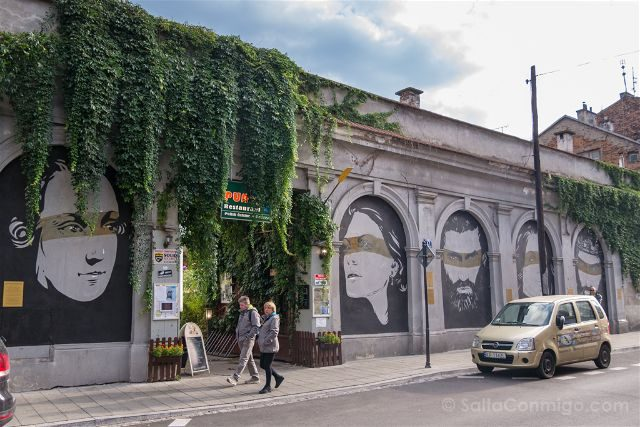 Polonia Cracovia Barrio Judio Kazimierz Mural Personas Ilustres