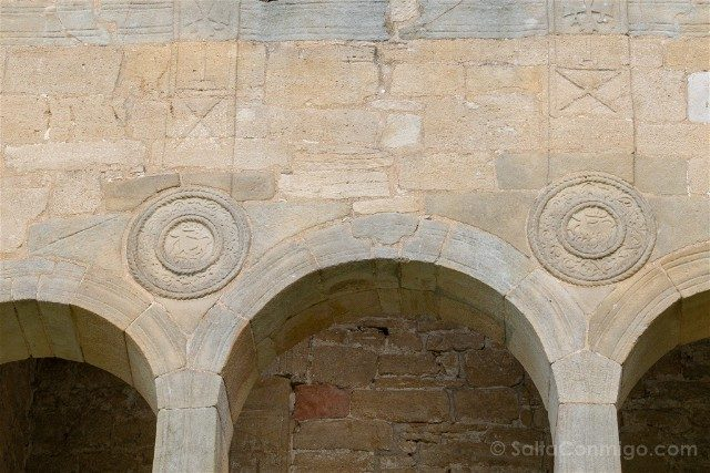 Asturias Oviedo Prerromanico Santa Maria Naranco Clipeos Fachada