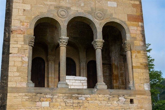 Asturias Oviedo Prerromanico Santa Maria Naranco Columnas Fachada