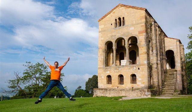 Asturias Oviedo Prerromanico Santa Maria Naranco Salto