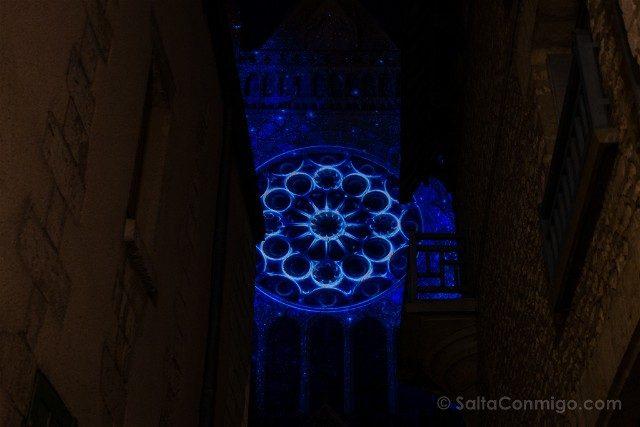 Francia Chartres en Lumieres Catedral Sur Roseton Calle