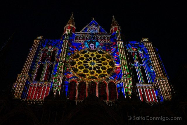 Francia Chartres en Lumieres Catedral Sur