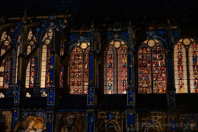 Francia Chartres en Lumieres Iglesia Saint-Pierre