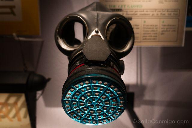 Francia Desembarco de Normandia Caen Memorial Mascara Gas