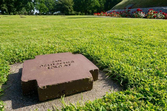 Francia Desembarco de Normandia Cementerio Aleman Soldado Desconocido
