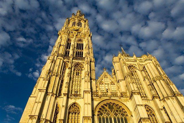 Belgica Flandes Amberes Catedral Exterior Atardecer