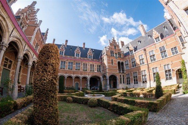 Belgica Flandes Malinas Palacio Margarita Austria Patio Ojo Pez