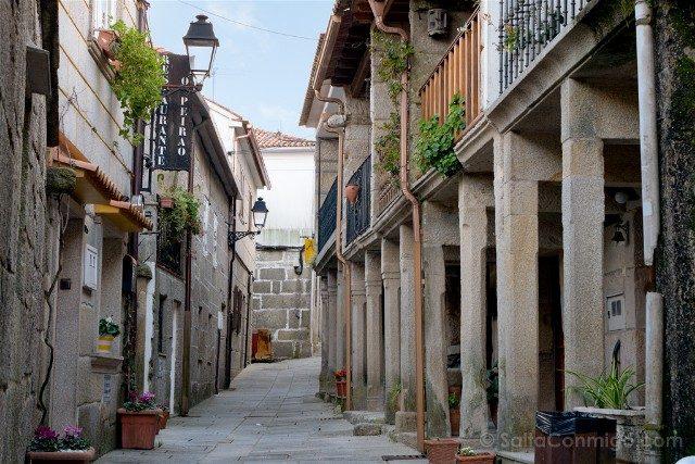 Galicia Rias Baixas Combarro A Rua Casas Marineras