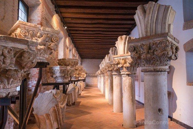 Italia Palacio Ducal Venecia Museo Opera Columnas Capiteles