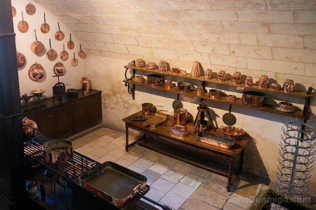 Castillo De Chenonceau Valle Del Loira Cocina Cobres