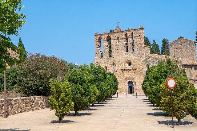 Peratallada Girona Iglesia Sant Esteve Fachada