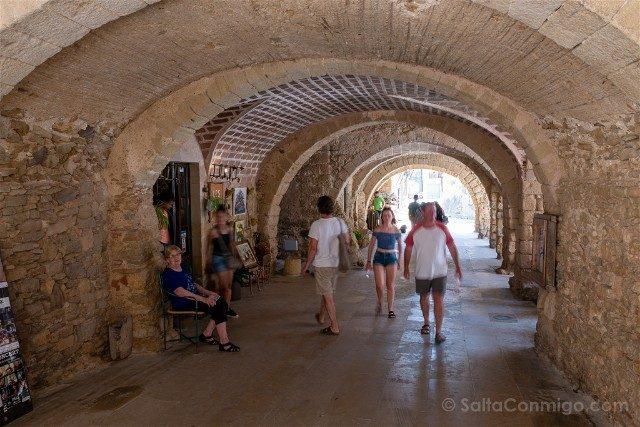 Peratallada Girona Plaza Les Voltes