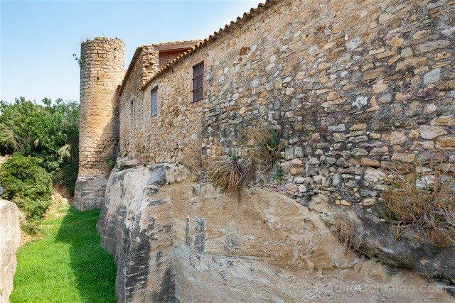 Peratallada Girona Torre Circular