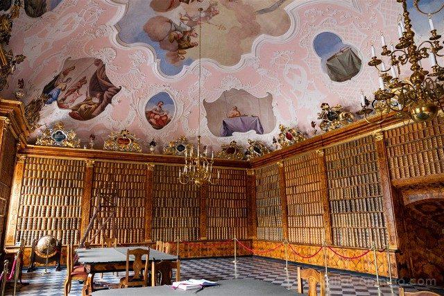 Santuario Czestochowa Jasna Gora Polonia Biblioteca Ojo Pez