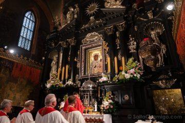 Santuario Czestochowa Jasna Gora Polonia Cuadro Milagroso Virgen Derecha