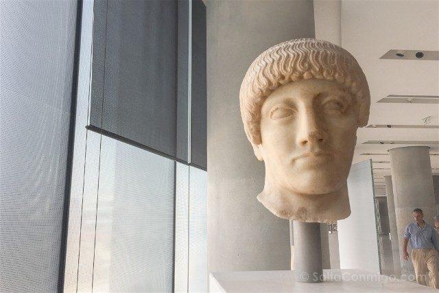 Museo de la Acropolis de Atenas Efebo Dorado